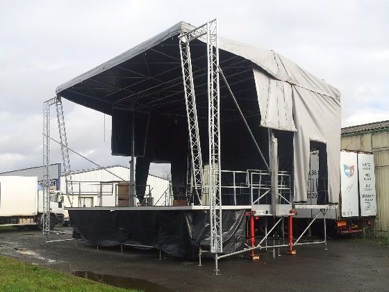HYDRAU IV 9x7m - Podium mobile (photo : LR)